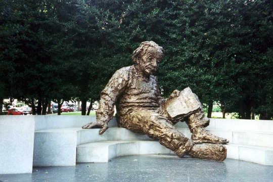 आइंस्टीन 5 12