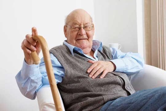 Le risque d'invalidité augmente après les adultes plus âgés