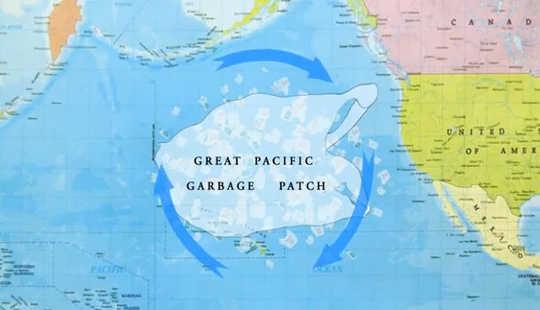 Een plastic oceaan toont ons een wereld die overspoeld wordt met afval