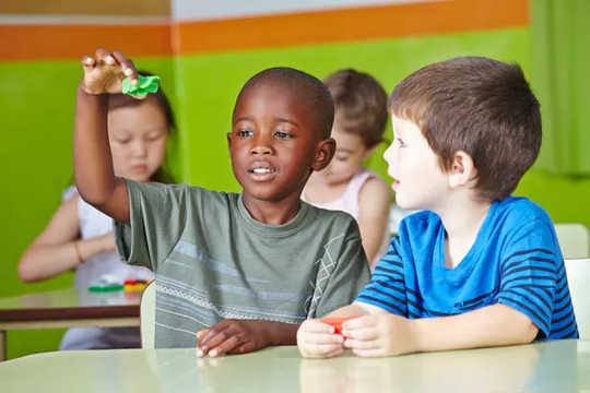 कैसे एक टीम दृष्टिकोण पूरे दिन बालवाड़ी एक सफलता बनाता है