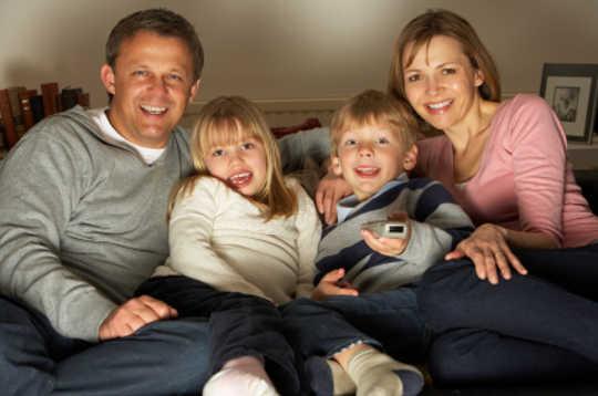 Hvordan foreldrenes fjernsynspåvirkning påvirker ungdommens seksuelle oppførsel