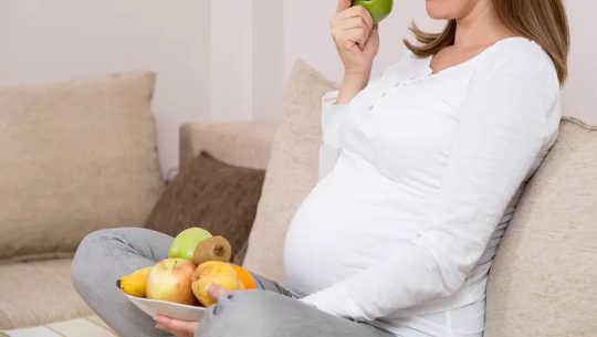 Neden Doğumdan Sonra Diyet Vermek Yeni Bir Annenin Benlik Saygısını Kötüleştirebilir