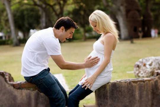 मातृ हार्मोन अलग हैं जब एक लड़का या एक लड़की को ले जाना?