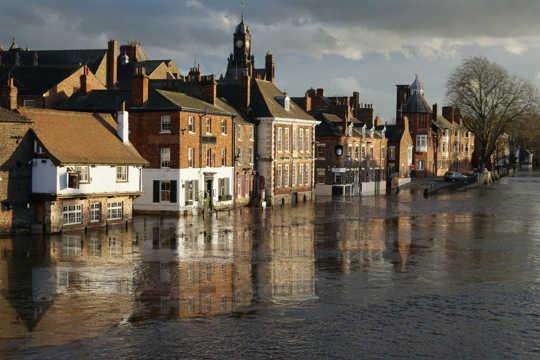 Làm thế nào cơn bão 1953 của Anh đã khởi động cuộc tranh luận về biến đổi khí hậu