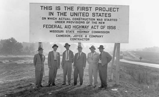 ईसेनहाउर ने एक संघीय राजमार्ग व्यवस्था का निर्माण करने के लिए द्विदलीय प्रयास का नेतृत्व किया। मिसौरी परिवहन विभाग
