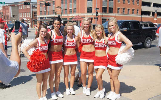 How To Make The Cheerleader Effect Work In Your Favor