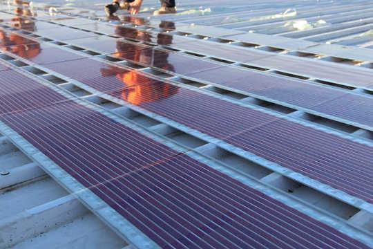 नए सौर कोशिकाएं जिन्हें आप प्रिंट कर सकते हैं, फिर उन्हें अपनी छत पर चिपकाएं