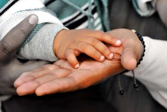वयस्कों के साथ-साथ बच्चों के लिए भावनात्मक, शारीरिक और आध्यात्मिक कल्याण पर रिफ्लेक्सोलॉजी के लाभ