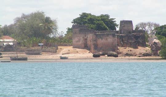 May maraming pamana para sa pagtuturo tungkol sa pagbabago ng klima: Kilwa Kisiwani Fort.