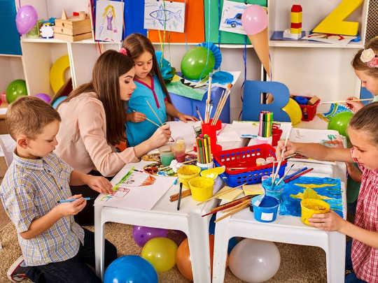 O aprendizado baseado em brincadeiras pode preparar seu filho para o sucesso na escola e além