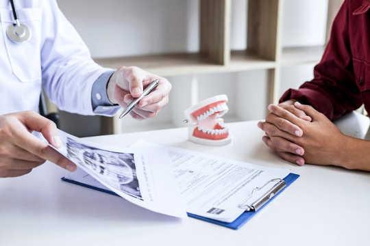 दंत पर्यटन: आपकी मुस्कुराहट के लिए उस अतिरिक्त मील जाने से पहले विचार करना चाहिए