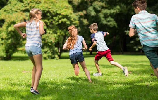 Kontakt med naturen øker hjernens utvikling. (Å være i naturen er bra for læring og her er hvordan man får barn utenfor)