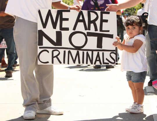 लॉस एंजिल्स, कैलिफोर्निया में एक 2010 विरोध। आप्रवासन सुधार के लिए। (हम अपने बच्चों और खुद को क्या नुकसान कर रहे हैं?)