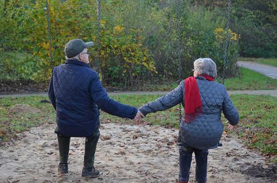 Amitié Amoureuse: la amistad romántica es el nuevo patrón para los amantes mayores