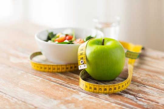 Forsøkt og sant: Kutting av kalorier er fortsatt en effektiv måte å miste vekt på. (er intermittent fasting noe bedre enn konvensjonell slanking for vekttap)