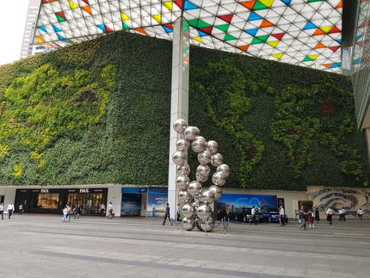 Raffles Place, Singapore (why daily doses of nature in the city matter for people and the planet)