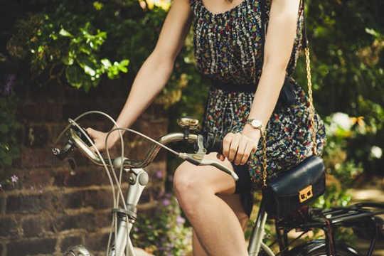 montez sur un vélo (peut-on essayer de rencontrer des objectifs d'exercice spécifiques qui nous dissuadent d'être tout à fait actifs)