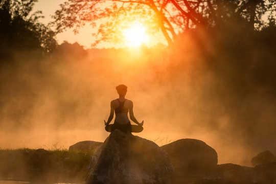 Meditasi 10 Menit Sehari Membantu Fungsi Kognitif Anda