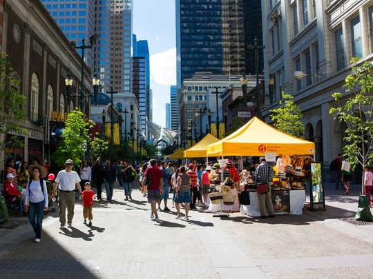 क्यों कनाडा का सबसे जीवंत शहर वैंकूवर नहीं है ... यह कैलगरी है
