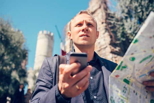Mengapa Apl GPS Membuat Anda Lebih Merosot Semasa Menavigasi