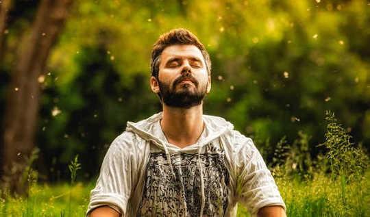 Bagaimana Meditasi Boleh Membantu Pesakit Schizophrenia