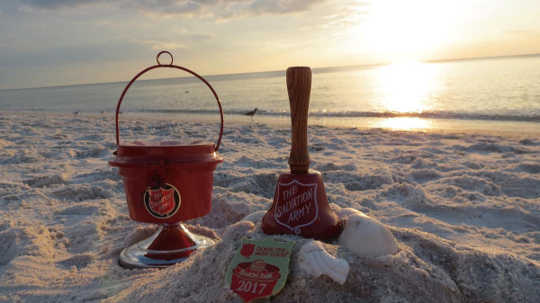 Bagaimana The Salvation Army Red Kettles Menjadi Tradisi Natal