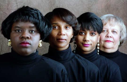 Come l'inclinazione all'ombra perpetua il pregiudizio contro le persone con la pelle scura
