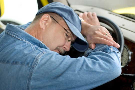 Tài xế xe tải quá tải, làm việc quá sức và trả lương thấp