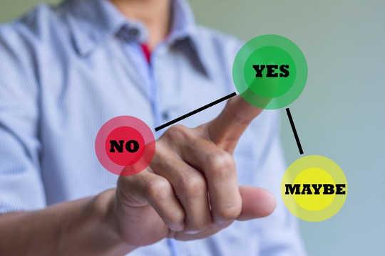 Ignatius提供一些练习来帮助做出决定。 (16世纪的神秘主义者可以教我们做出正确的决定)