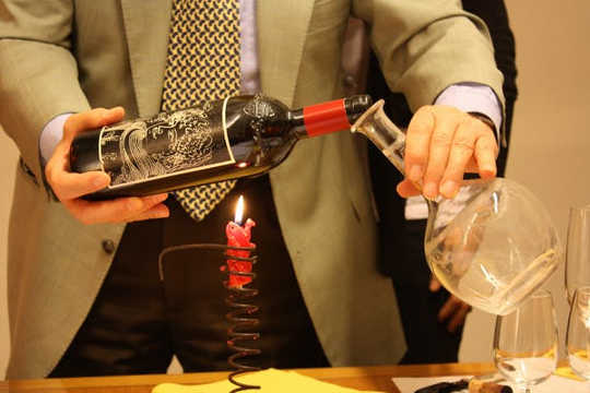 Maak Warming, Decanting And Swirling Maak Wynproe Beter?