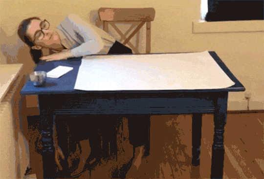 Plocka upp en bit papper, fallit i ett trångt utrymme (kan en robot hålla ett skrivbord jobb?)