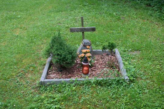 Si vous avez choisi l'inhumation dans votre jardin, assurez-vous de bien fermer le corps de votre animal. (pourquoi vous ne devriez pas enterrer votre animal de compagnie dans la cour)