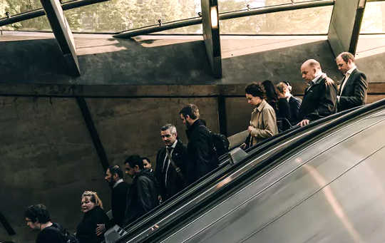 Should You Stand Or Walk On A Escalator? Left Side, Right Side?