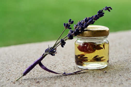 Using Essential Oils To Open Lines Of Communication