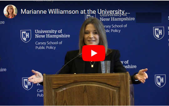 "Vi ville bedre politisere kjærligheten: ""First We Feed the Children"" - Marianne Williamson"