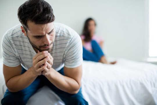 5 Möglichkeiten, Eltern zu helfen, mit dem Trauma der Totgeburt fertig zu werden