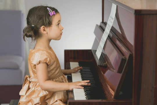 Belajar Musik Sejak Dini Dapat Membuat Anak Anda Pembaca yang Lebih Baik