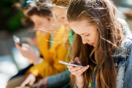 There Are Mental Health Risks To Girls Who Spend More Than An Hour A Day On Social Media