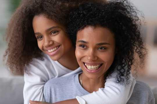 青少年時期牢固的家庭關係有助於預防以後的生活中的抑鬱症