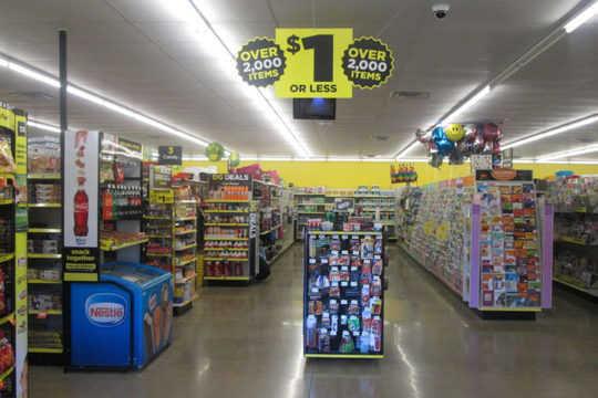 Las tiendas Dollar están asumiendo el control del negocio de comestibles, y son malas noticias para la salud pública y las economías locales