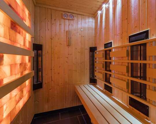 紅外線桑拿浴室比傳統桑拿浴室更適合您的健康嗎?
