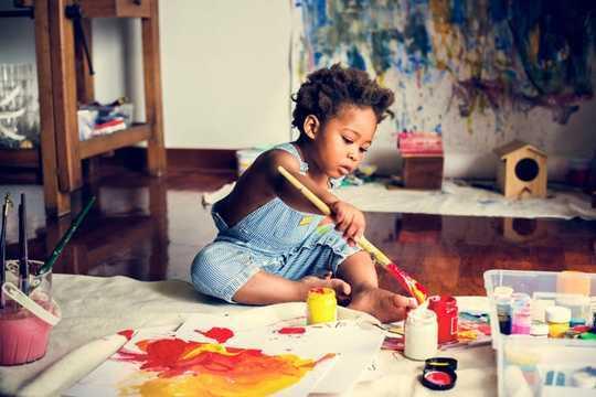 एक उद्देश्य की भावना कैसे रचनात्मकता को खुशी से जोड़ सकती है