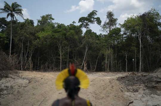 Påven bekräftar katolska kyrkans skyldighet att infödda Amazonas drabbas av klimatkrisen