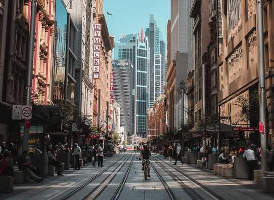 Come possiamo reclamare le città dalla macchina senza scomodare le persone