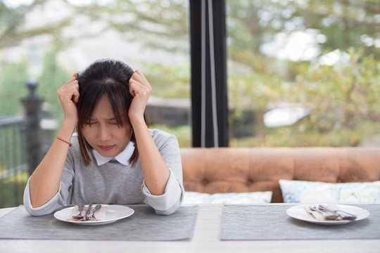 De tidiga varningsskyltarna av ätstörningar