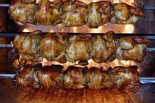 치킨을 먹는 것에 대해 왜 더 분노하지 않는가?