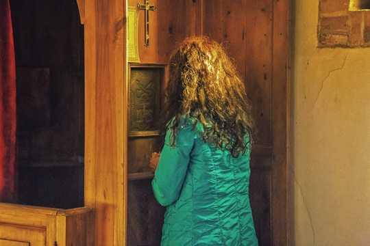 為什麼結束自白的秘密對天主教會如此有爭議
