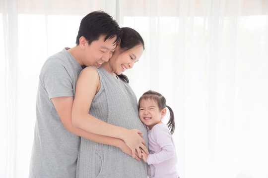 Schlaflosigkeit in der Schwangerschaft ist häufig, aber es ist nicht normal. Hier ist, wie man es schlägt
