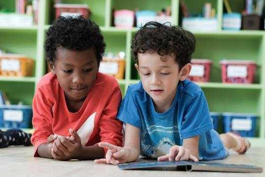 全日制幼儿园 - 我们想象的最好的课程在课堂上发生