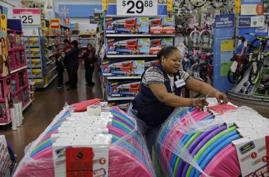 Ons verslawing aan dinge: hoe Walmart ons in staat stel om die planeet te vernietig